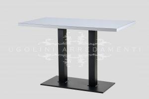 Tavolo con base in metallo verniciato e piano in laminato