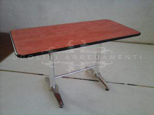 Tavolo con base metallo e piano laminato