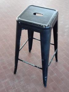 Sgabelli alti usati in metallo verniciati nero