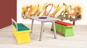 Set di campionatura con 2 panche in laminato e schienale in metallo, tavolo piano in laminato e base in metallo